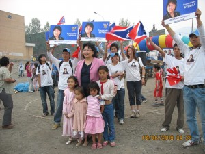 Female candidate and her admirers_2008 (2)